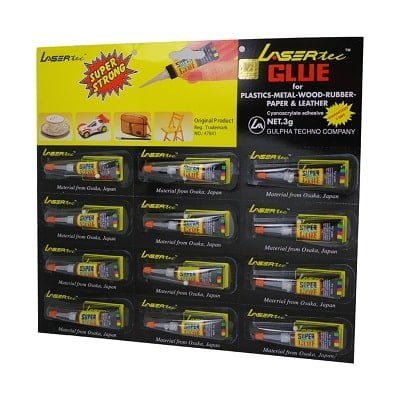 Atak Super Glue i zi